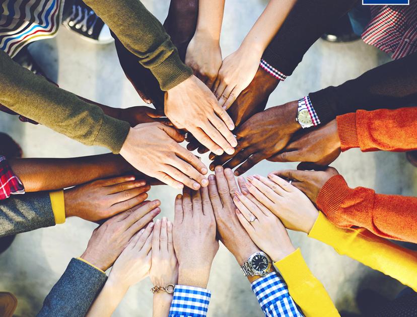 viele Hände bilden einen Kreis